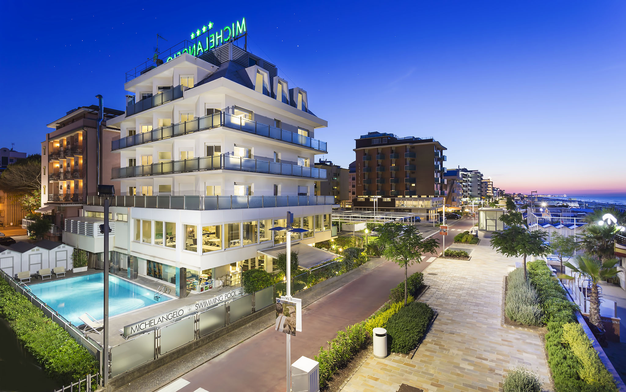 Hotel riccione 4 stelle offerte last minute riccione hotel for Hotel barcellona sul mare