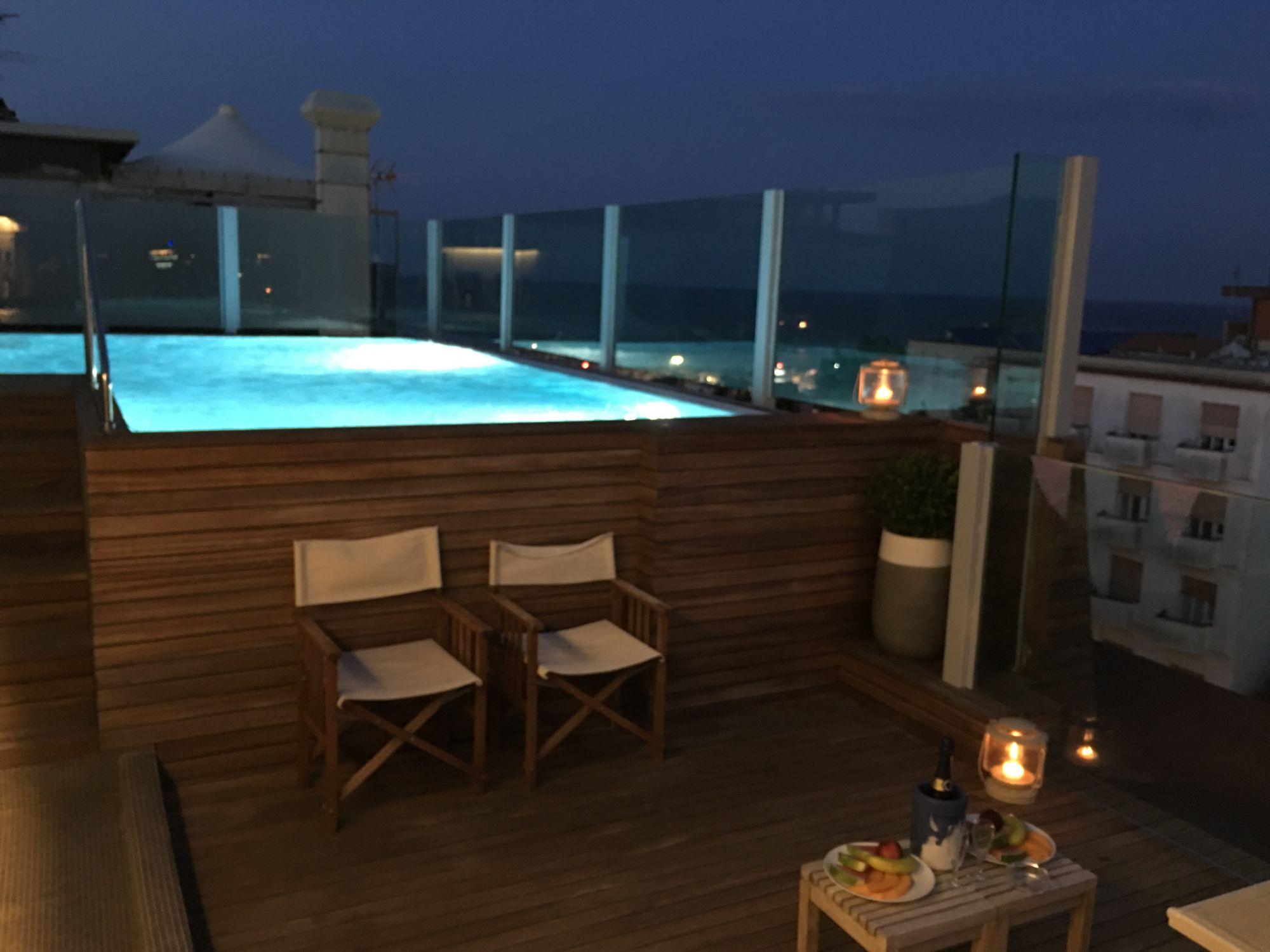 Novità estate 2017: la piscina dell'hotel con idromassaggio è riscaldata