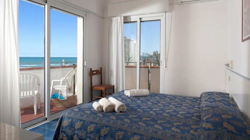 Prenota una vacanza al mare a Riccione Camere vista mare