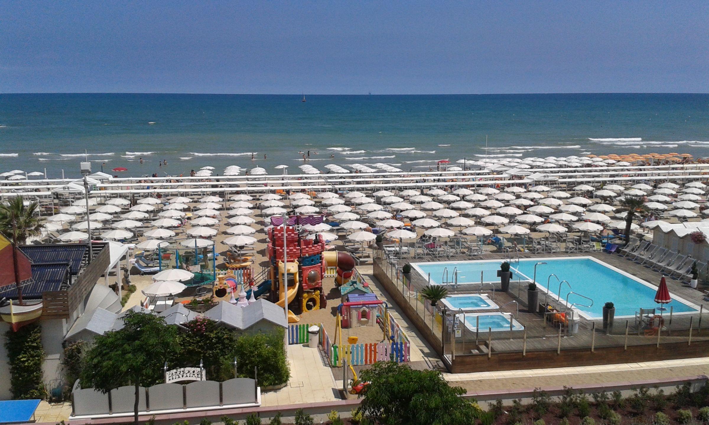Hotel riccione 4 stelle con piscina sul lungomare - Hotel con piscina a riccione ...